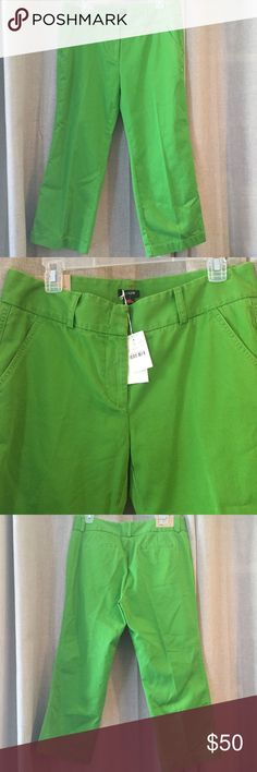 🆕 Listing! NWT J Crew Broken In Cropped Chinos NWT J Crew green broken in cropped chinos in favorite fit. Approximately 34 inches total length, 16 inches across at top, 23 inch inseam. Material 100% cotton J. Crew Pants Capris