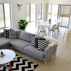 Minimalist Home Wall Decorations to Make it Look More Alive - Home of Pondo - Home Design Home Design Living Room, Living Room On A Budget, Living Room Decor, Living Rooms, Living Area, Family Room Furniture, Dining Furniture, Furniture Sets, Do It Yourself Home