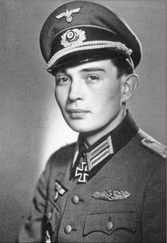 Hauptmann Rudolf Becker (1923-1944) -- RK: 23-2-44 Chef 1./Panzergrenadier Regiment 66 / 13.Panzer Division - También: NKSiG, DKiG y VAiG - Fuente: The Face of Courage: the 98 men who received the Knight's Cross and the Close-Combat Clasp in Gold / Florian Berger