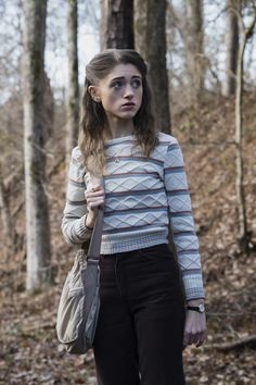 Let& Take a Moment to Appreciate the Perfectly Preppy Style Choices of Stranger Things& Nancy Wheeler Nancy Wheeler Stranger Things, Stranger Things Girl, Stranger Things Characters, Stranger Things Season, Stranger Things Netflix, Preppy Mode, Preppy Style, Michael Myers, Nigeria Fashion