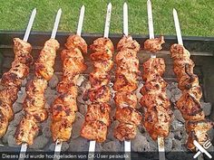 Schaschlik wie im Kaukasus grillen Shish kebab as in the Caucasus (recipe with picture) Shish Kebab, Kebabs, Barbecue Recipes, Grilling Recipes, Crockpot Recipes, Healthy Recipes, Pork Recipes, Bbq Burger, Russian Recipes