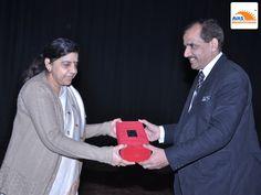 Mr Rajesh Gupta, Chairman and Managing Director of AVAS honoring Dr Sunita S kaushik, Addl director of education, govt of NCT Delhi as CHIEF GUEST, at IIt Delhi