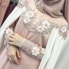 """1,655 Beğenme, 15 Yorum - Instagram'da одежда для мусульманок (@asma__dress): """"Кейп -15000р.уже продан,но ожидаем подобные."""""""