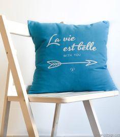 Cojines LA VIE EST BELLE. Azul - Paraiso Design: Regalos originales para ti, tu familia y tu hogar / Original gifts for you, your family and your home.