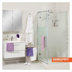 Sistemul de duș Meredith este realizat din sticlă securizată cu grosimea de 8 mm, cu o bandă sablată de 75 cm în partea centrală. #mobexpert #mobilier #baie