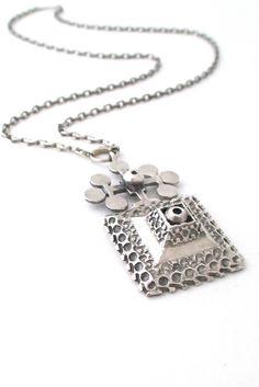 Pentti Sarpaneva for Turun Hopea, Finland - vintage silver large pendant necklace Vintage Silver, Vintage Jewelry, Bronze Jewelry, Metal Necklaces, Silver Pendant Necklace, Jewelry Design, Bling, Jewels, Brutalist
