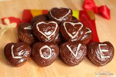 Muffinki czekoladowe na walentynki. Chocolate muffins for Valentine's day.