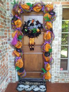 Halloween door Halloween Doorway, Halloween Cubicle, Halloween Garland, Halloween Horror, Holidays Halloween, Halloween Witches, Halloween Door Decorations, Thanksgiving Decorations, Halloween Themes