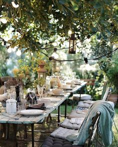 beautiful outdoor table setting al fresco dining Outdoor Rooms, Outdoor Dining, Outdoor Tables, Outdoor Gardens, Outdoor Decor, Outdoor Table Settings, Picnic Tables, Rustic Outdoor, Rustic Barn