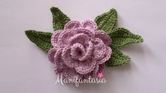 Come fare le rose all'uncinetto arrotolate: schemi e tutorial - manifantasia Roses Au Crochet, Love Crochet, Crochet Flowers, Knit Crochet, Photo Pattern, Free Pattern, Sunburst Granny Square, Rosettes, Diy And Crafts