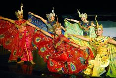 Merak dance is a traditional folk dance originating from Pasundan land, West Java. This dance was created by Raden Tjetjep Somantri in 1950s and it had been rearrange by Irawati Durban in 1965. Merak in English means Peacock bird.