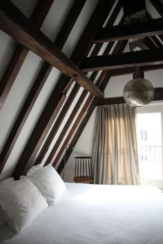 Adore the exposed wooden beams