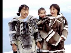 Canada:Inuit people with traditional clothes.The Inuit people of Canada are culturally similar to indigenous peoples who inhabite the Arctic regions of Canada Inuit Kunst, Inuit Art, We Are The World, People Around The World, Inuit Clothing, Inuit People, Graphic Novel, Eskimo, Canada North