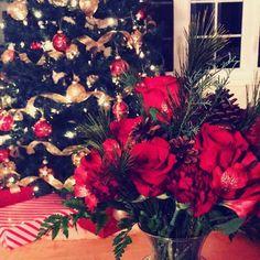 Ready for Christmas! Winter Christmas, Christmas Wreaths, Christmas Tree, Good Fellows, Floral Arrangements, Roses, Wedding Ideas, Holiday Decor, Flowers