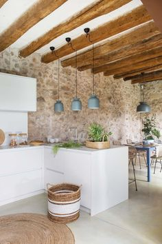 The renovation of a house in the Catalan for stone walls and contemporary interior design - planete deco a homes world. Contemporary Interior Design, Home Interior Design, Kitchen Dining, Kitchen Decor, Design Kitchen, Stone Houses, Küchen Design, Kitchen Interior, Home Kitchens