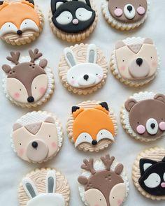 Fondant Cookies, Iced Cookies, Cute Cookies, Cupcake Cakes, Gateau Baby Shower Garcon, Deco Baby Shower, Fox Cake, Cake Wallpaper, Woodland Cake