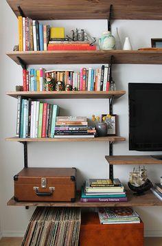 Book Shelves DIY - Collection in Wall Bookshelves Ideas 40 Easy Diy Bookshelf Plans Guide Patterns Diy Pipe Shelves, Diy Wall Shelves, Rustic Shelves, Pipe Shelving, Industrial Shelving, Wood Shelves, Adjustable Wall Shelving, Cheap Shelves, Rustic Bookcase