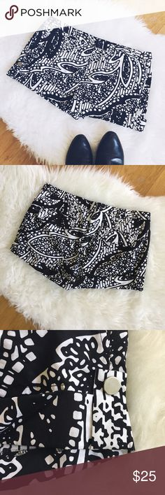 Club Monaco Floral Print Shorts Gently worn pair of shorts by Club Monaco. Have a black and white Floral print and made of 💯% cotton. They have a snap button on the side that can be unsnapped to unfold the shorts to be longer. Size 6. Club Monaco Shorts