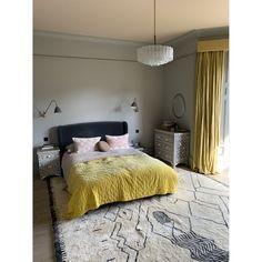 Atlas Diamond Rug Natural and Off Black_Berber Rug - Niki Jones Pink Gray Bedroom, Moroccan Berber Rug, Yellow Interior, Hand Tufted Rugs, Natural Rug, Interior Design Inspiration, Soft Furnishings, House Design, House Styles