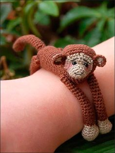 Animal Hug Bracelet Pattern-- download--Monkey, frog -- http://www.anniescatalog.com/detail.html?prod_id=21240