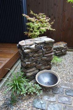 石積みの立水栓 เสน่ห์อยู่ที่..... ประโยชน์ของตัวภาชนะและระดับการวาง.. สะดวกใช้ สะดวกทำความสะอาด.. ยอดมาก.. Garden Sink, Water Garden, Garden Art, Garden Design, Design Jardin, Small Japanese Garden, Outdoor Sinks, Garden Fountains, Garden Structures