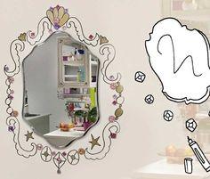 Ben je op je kamer uitgekeken? Soms hebben kleine veranderingen een groot resultaat. Je moet er alleen wel lef voor hebben! Wat dacht je ervan om een lijst om je spiegel te tekenen op de muur?