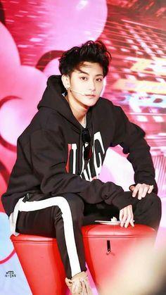 miss you so much 💔 Chanyeol, Tao Exo, Kyungsoo, Chinese Fans, Chinese Boy, Rapper, Kim Jong Dae, Huang Zi Tao, Kim Minseok
