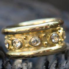 Anneau de la Reine, or 18k diamants, par Hélène Courtaigne Delalande pour l'Atelier des Bijoux Créateurs http://www.atelier-bijoux-createurs.com/abc/bagues-d-exception-142/anneau-de-la-reine-1455.html