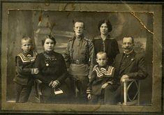 1916 год, Ташкент. Семья Г.А.Черкасова, слева направо: средний брат, мать, старший брат, Георгий, сестра, отец