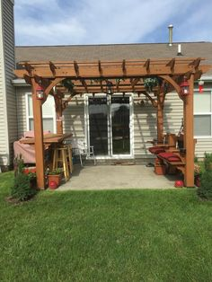 The pergola kits are the easiest and quickest way to build a garden pergola. There are lots of do it yourself pergola kits available to you so that anyone could easily put them together to construct a new structure at their backyard. Small Pergola, Pergola Garden, Pergola Swing, Deck With Pergola, Cheap Pergola, Wooden Pergola, Outdoor Pergola, Small Backyard Landscaping, Backyard Pergola