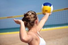 Summer Outdoor Workouts - here is your summer flat-belly workout plan! Volleyball Serve, Volleyball Drills, Beach Volleyball, Outdoor Workouts, Fun Workouts, Outdoor Training, Volleyball Training, Flat Belly Workout, Volleyball Pictures