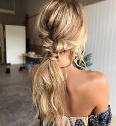 The reason why messy ponytail hairstyles are so popular is that they are very easy to achieve. The messy ponytail hairstyle can be upgraded, updated and modified to accommodate all facial shapes, hair texture and length, as well as any occasion. Messy Ponytail Hairstyles, Wedding Hairstyles For Long Hair, Pretty Hairstyles, Hair Wedding, Hairstyle Ideas, Low Pony Hairstyles, Bohemian Hairstyles, Popular Hairstyles, Hairstyles For Night Out