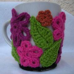 Mug Cozy Crochet Patterns Crochet Coffee Cozy, Crochet Cozy, Crochet Gifts, Crochet Motif, Crochet Flowers, Free Crochet, Crochet Patterns, Cozy Knit, Unique Crochet