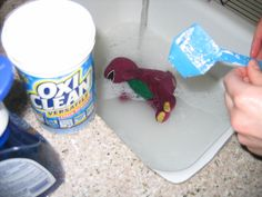 Oxygen Bleach vs Chlorine Bleach: See Why Products Like OxiClean Are Best