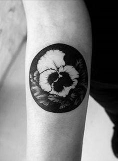 Este pansy http://tatuagens247.blogspot.com/2016/08/charmoso-e-exclusivo-circular-desenhos.html