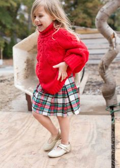 The cutest little girls holiday outfit! Kids fashion inspiration // Christmas at… - Holiday Little Kid Fashion, Toddler Fashion, Kids Fashion, Fashion Outfits, Fashion 2018, Fashion Scarves, Fashion Fall, Fashion Boots, Fashion Clothes
