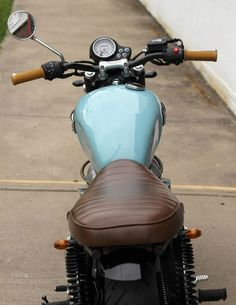 The Baker Bonnie - Jimmy & Jil Baker's Vintage Inspired Triumph Custom