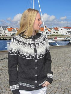 Ravelry: Madeleine9's Bohusstjärnan antracit Nordic Pullover, Nordic Sweater, Knitting Designs, Knitting Patterns, Knit Stranded, Norwegian Knitting, Cardigan Design, Icelandic Sweaters, Big Knits