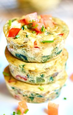 Healthy Egg Muffins Cups - a healthy and hearty make ahead breakfast on the go! Packed with protein and tons of veggies! 50 calories per cup