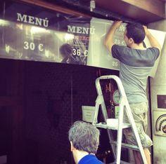 Adhesivado de vinilo en la puerta de acceso para promocionar los nuevos menús especiales de @Lucio_Gastrobar  www.restaurantecasalucio.com