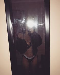 syd ☼☾'s media statistics and analytics Selfi Tumblr, Catfish Girl, Girl Photos, My Photos, Tumblr Photoshoot, Vsco Pictures, Mirror Pic, Girls Selfies, Aesthetic Images
