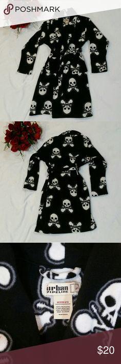 Urban Pipeline Skull & Crossbones Fleece Robe Urban Pipeline skull & crossbones fleece robe. Two front pockets. Warm & cozy! Excellent condition. Kid's size medium (8-9) Urban Pipeline Pajamas Robes