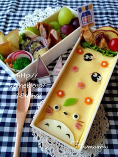 {1A8DE87D-CD5B-4C7C-B2CF-AEA951859DAA:01} Japanese Food Art, Japanese Lunch Box, Cute Lunch Boxes, Bento Box Lunch, Food Art For Kids, Kawaii Bento, Rainbow Food, Food Garnishes, Exotic Food