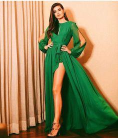 Actriss Camila Queiroz for Geração Glamour ❤ High Fashion Dresses, Fashion Outfits, Womens Fashion, Pretty Prom Dresses, Glamour, Types Of Fashion Styles, Dress Brands, Look Fashion, Green Dress