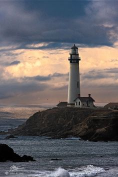 Lighthouse in Maine Beacon Lighting, Beacon Of Light, Lighthouse Painting, Lighthouse Pictures, Light Of The World, Am Meer, Watercolor Landscape, Ocean Waves, Windmill