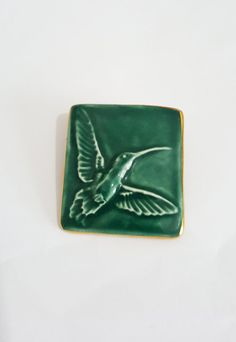 Ceramic hummingbird brooch by Bouchet of Jersey. - sea green, bird, jewellery, jewelry, bouchet pottery, agateware, green and gold.