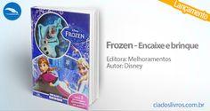 """""""Frozen - Encaixe e brinque"""", da Disney é pura diversão! Divirta-se montando os 2 personagens enquanto lê a história e cria as suas aventuras em um lindo cenário. Vem pra Cia.!"""