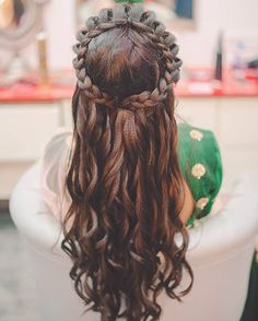 Wedding hairstyles for long hair : Loose with braided Bridal Hairstyle | itakeyou.co.uk #bridalhair #weddinghairstyles #weddingideas