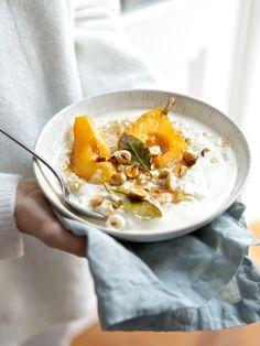 Wohlig warmes Winterporridge mit Lorbeerbirnen und gerösteten Haselnüssen | ziiikocht