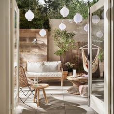 34 Vintage Garden Decor Ideas to Give Your Outdoor Space Vintage Flair - The Trending House Best Outdoor Lighting, Backyard Lighting, Garden Trellis, Balcony Garden, Outdoor Spaces, Outdoor Living, Outdoor Decor, Vintage Garden Decor, Winter Garden